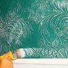 Технология покраски флизелиновых обоев