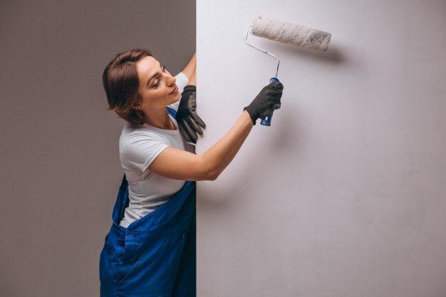 нужно ли грунтовать стены перед поклейкой обоев