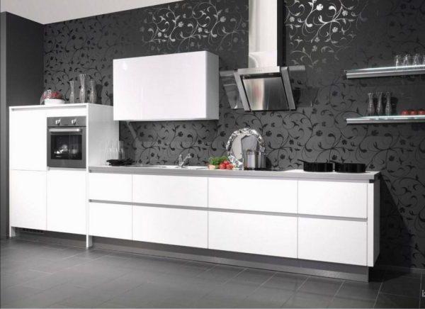 кухня с черными обоями