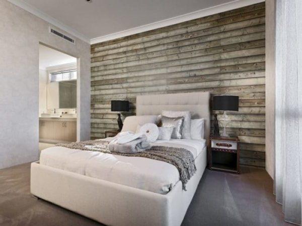 рельефные обои с имитацией дерева в спальне