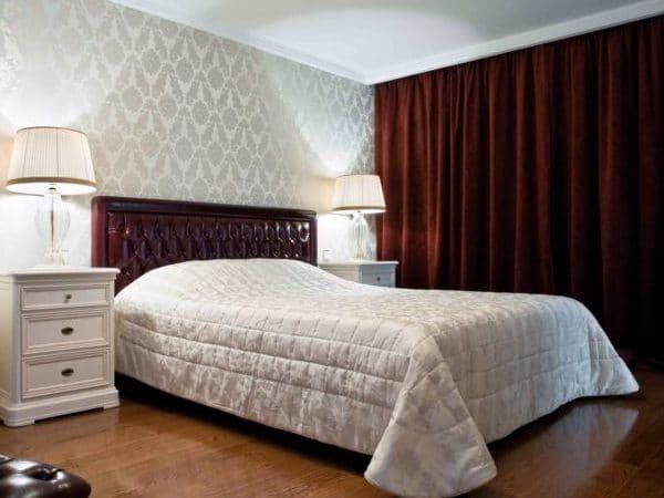 серые обои в спальне