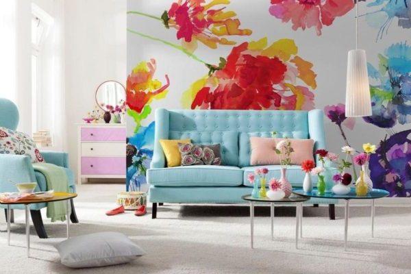 Обои с цветами для оформления гостиной