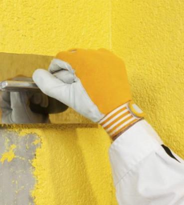 Как наносить жидкие обои на стену и потолок: видео и фото монтажа ... | 410x369