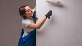 Стоит ли грунтовать стену перед оклеиванием обоями